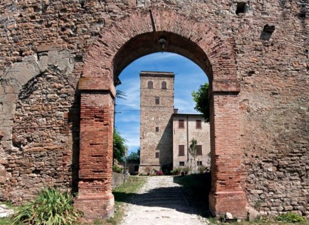 Il 1 novembre si può visitare il Castello diMontegibbio
